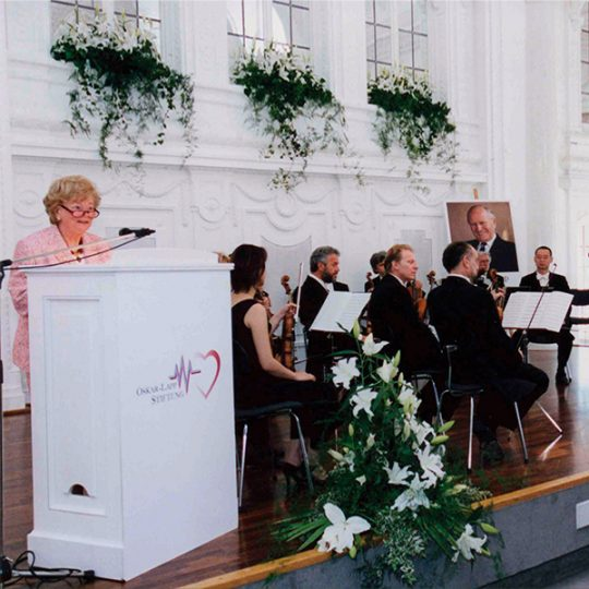 Ursula Ida Lapp delivers a speech at an event of the Oskar Lapp Foundation