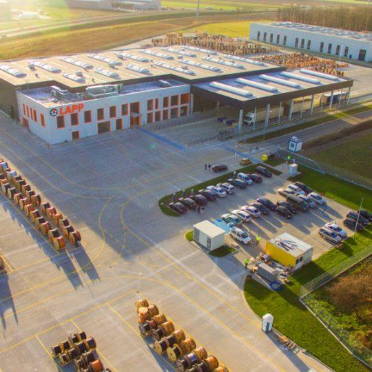 Luftansicht des Logistikzentrums der Firma Lapp in Polen