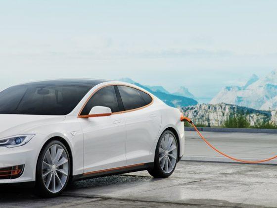 Tesla-mit-LAPP-Ladekabel-Teaser