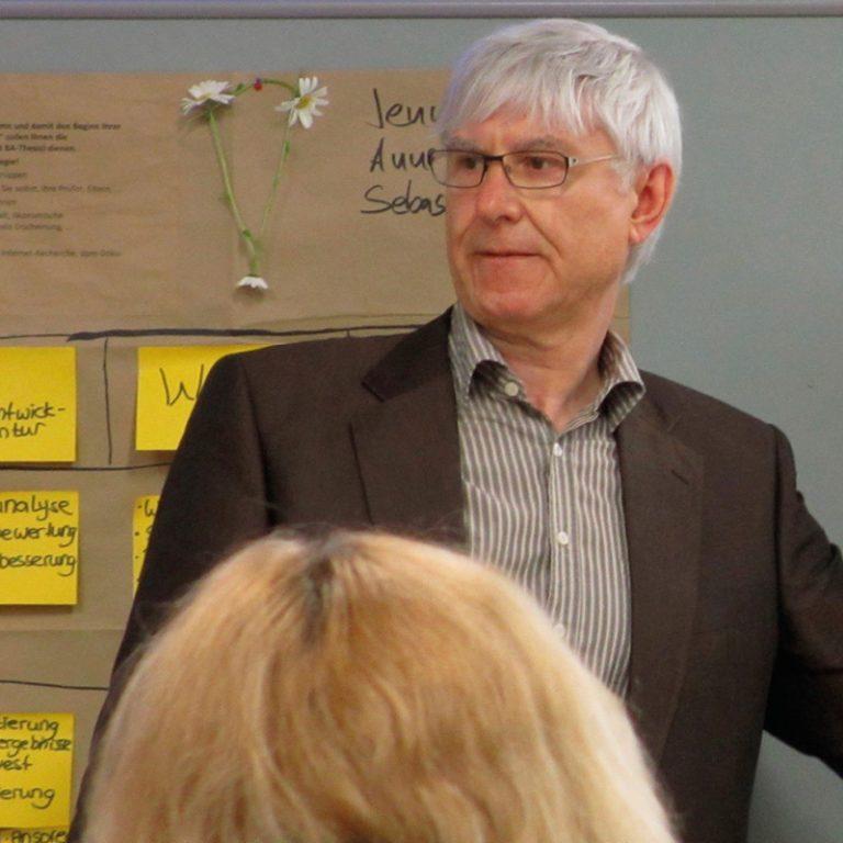 Dr. Ulrich Kern, Professor for Design and Management at a workshop.
