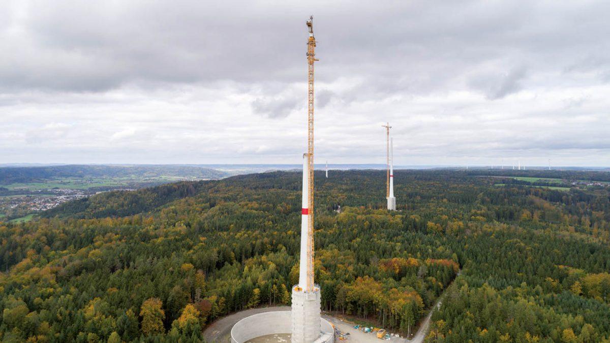 Wind turbines under construction in the wind turbine in Gaildorf
