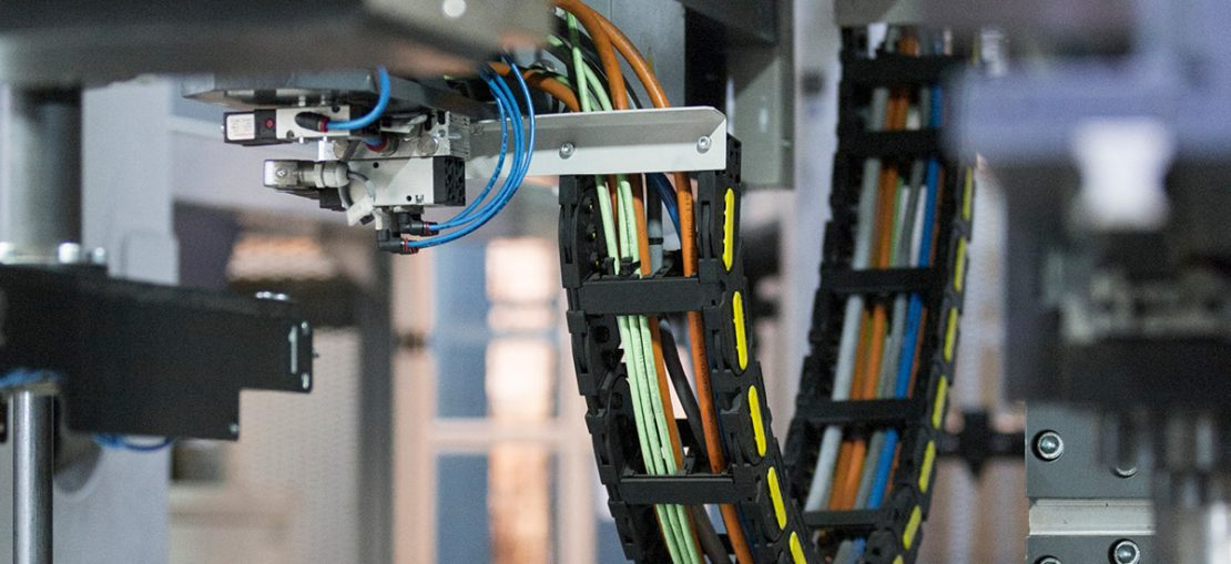 The picture shows a built-in LAPP cable chain at TOSHULIN.