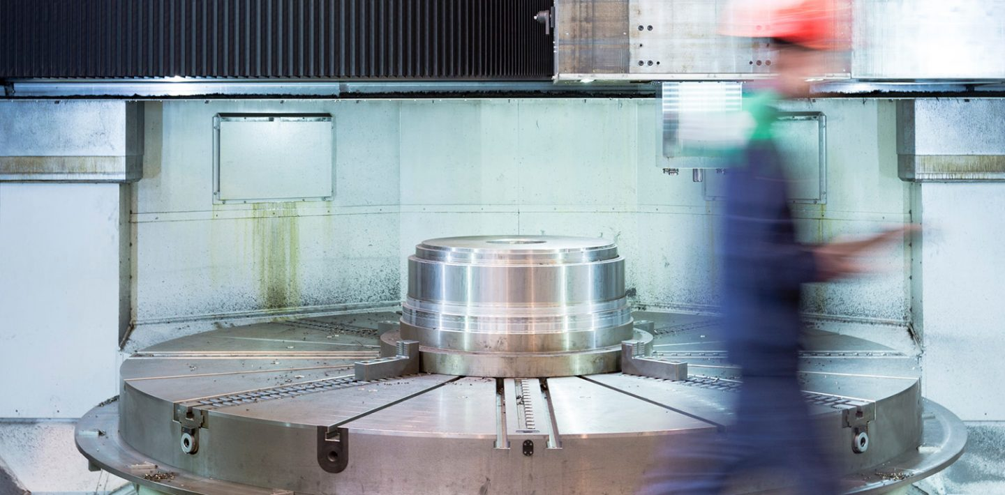 The picture shows a carousel lathe from TOSHULIN.