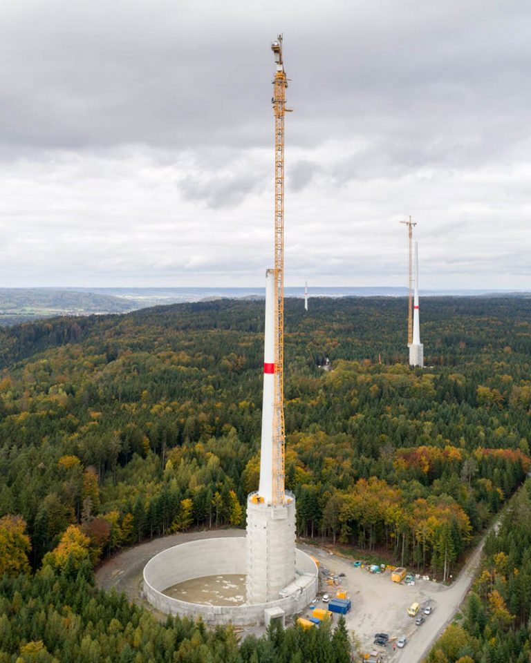 The picture shows a wind energy plant from the Gaildorf wind farm under construction.
