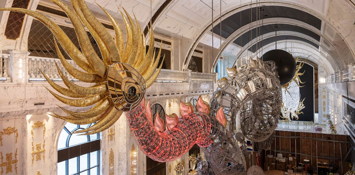 The picture shows the installation of the the world's largest glass dragons.