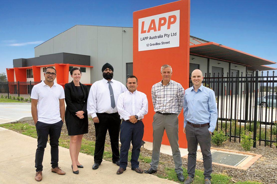Auf dem Bild sieht man das Team von LAPP Australien vor dem Firmensitz.
