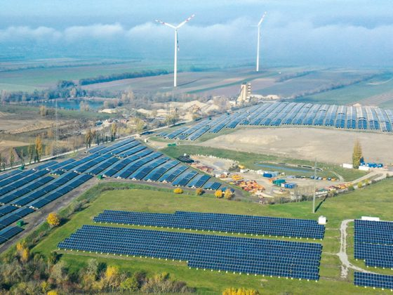 On the picture you can see Austria's largest open-air photovoltaic plant in Schönkirchen-Reyersdorf with components from LAPP from above.