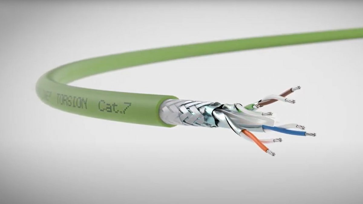 """Video image """"Eight steps to the perfect data cable"""""""