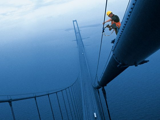 The picture shows a worker on the world-famous Öresund Bridge in Sweden.