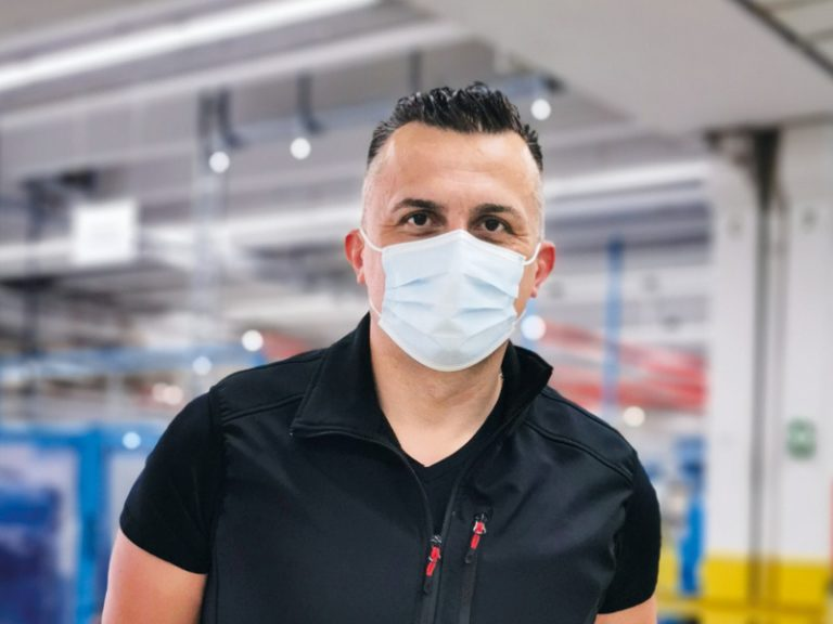 The picture shows Dalibor Delisimunovic, Production Team Leader at Lapp GmbH Kabelwerke, in the factory.