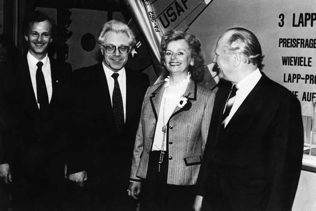 The picture shows Ursula Ida, Oskar and Siegbert Lapp at the Hanover Fair in 1982.