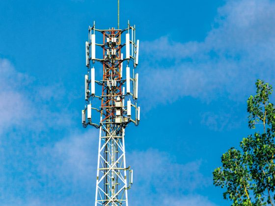 The picture shows a transmission mast for the new 5G mobile standard.