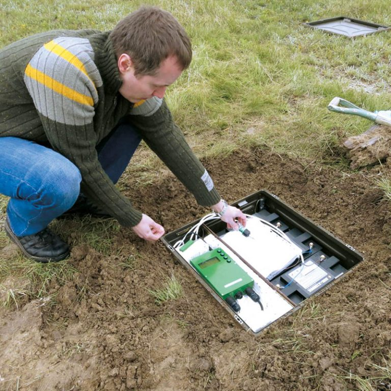 The picture shows a team of young researchers installing a sensitive antenna in the ground.