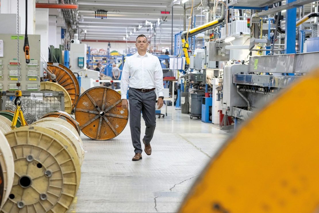 The picture shows Chief Operating Officer LAPP LA EMEA Boris Katic in the cable factory.