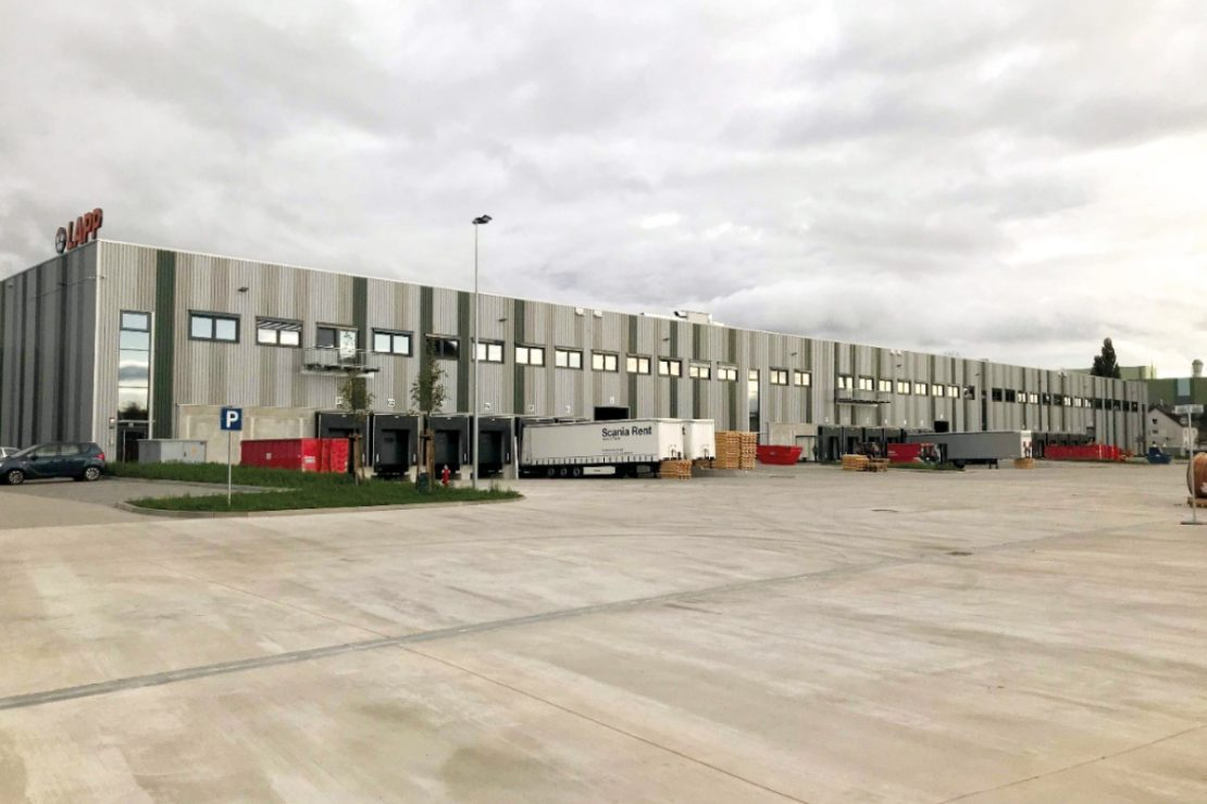 The picture shows the building of the LAPP logistics center in Hanover from the outside.
